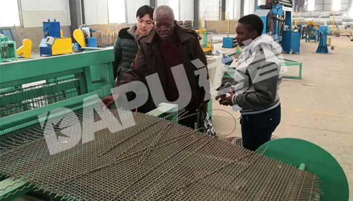 Vibration-screen-crimped-wire-mesh-weaving-machine